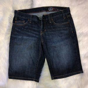 Gap 1969 Bermuda Shorts.     G07